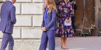 Кейт Миддлтон в синем костюме