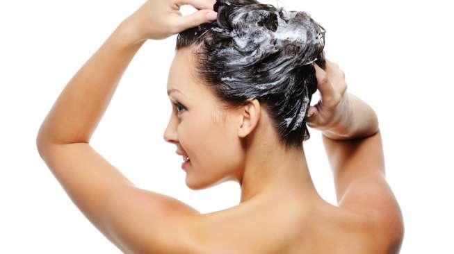 5 Tips Merawat Rambut yang Tepat Ala Rumahan