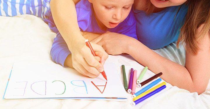 Mengajarkan anak alfabet/momjunction