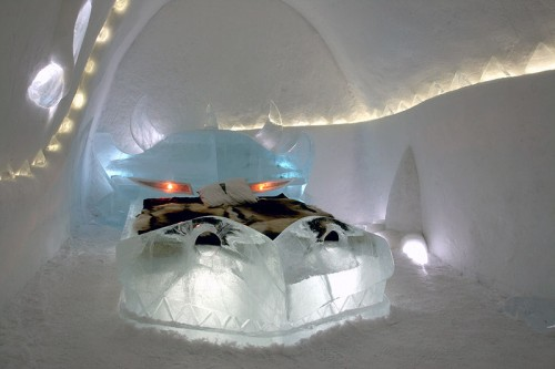 dragon-den-art-suite-ice-hotel-sweden-500x333