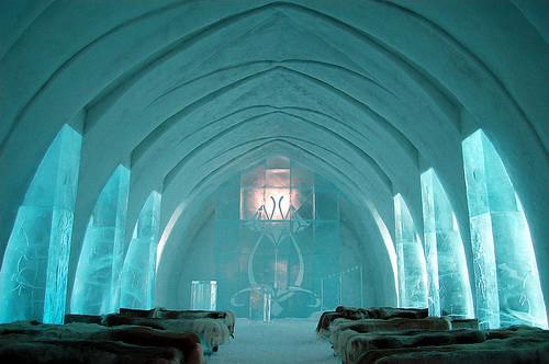 ice-hotel-jukkasjarvi-church