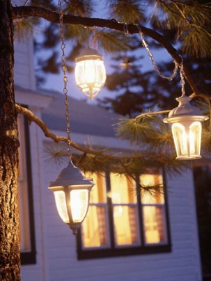 Lantern-Pendants-Outdoor-Homemade-Christmas-Decoration-303x404
