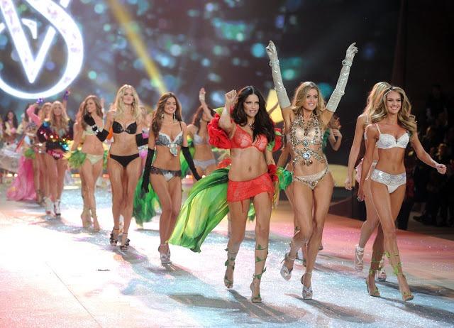 Victorias-Secret-Fashion-Show-2012-252869-2529