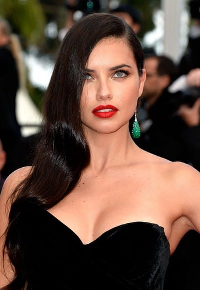 Adriana+Lima+Long+Hairstyles+Side+Sweep+BEuM6sZU_KAl