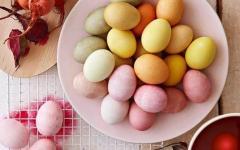 Βάψε οικολογικά τα πασχαλινά αυγά με υλικά που έχεις στο ψυγείο