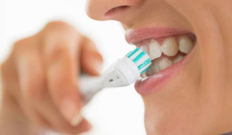 Βορτσίστε με oral-b για λαμπερό χαμόγελο και υγιεινή