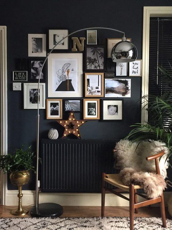 Διακόσμηση τοίχου με κορνίζες