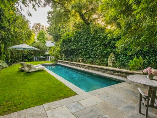 Jennifer lawrence backyard