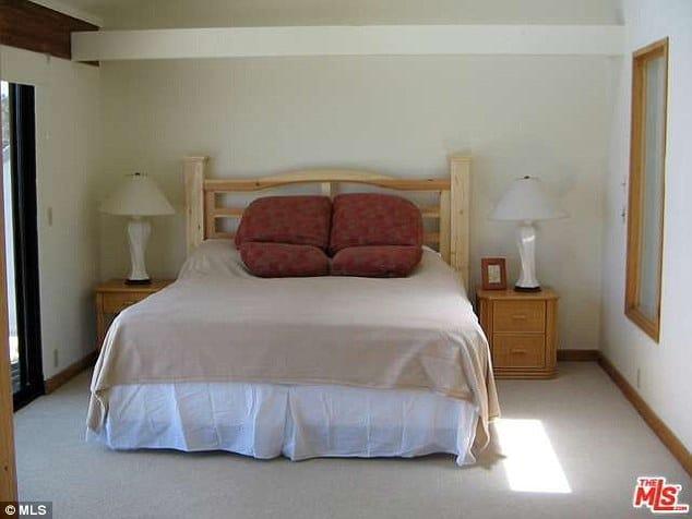 lana del rey house bedroom