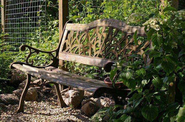 garden-bench-810935_640