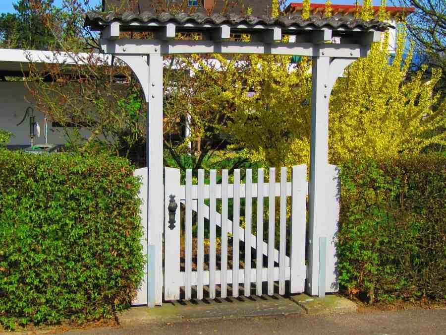 fence-exterior-home