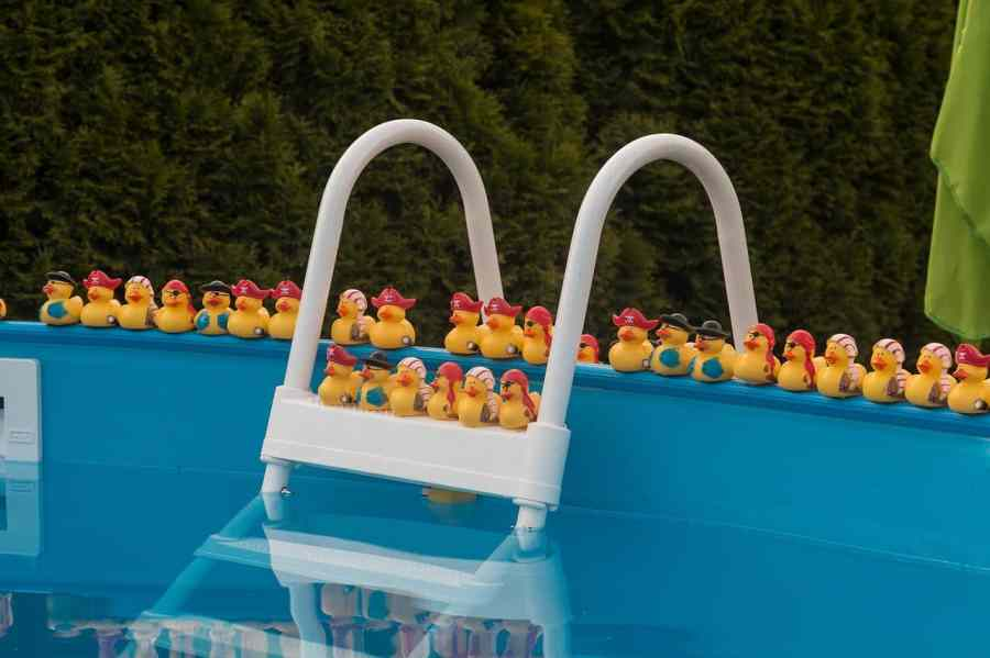 pool-831996_1280