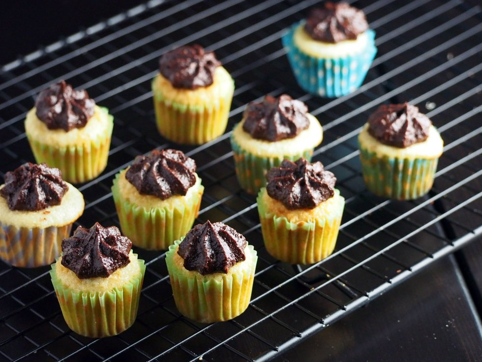 Enjoy these mini vanilla cupcakes that is mildly sweet with a creamy, decadent cocoa frosting.