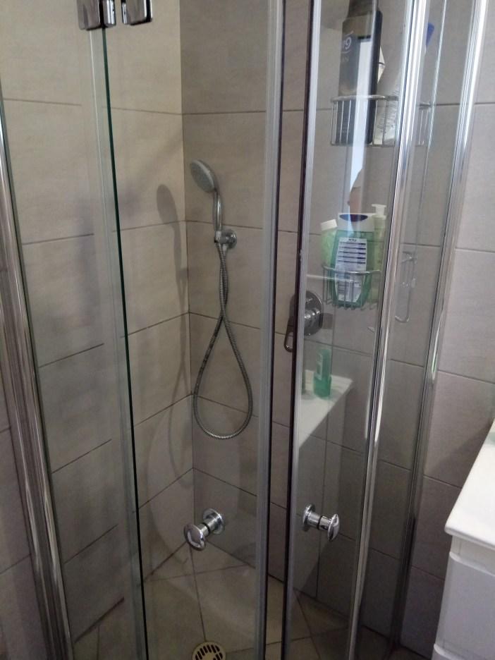 מקלחון נקי מאבנית