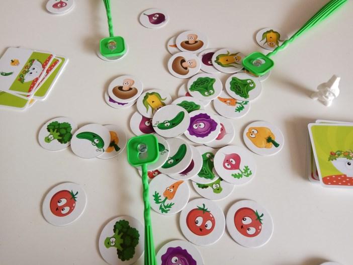 קוטפים ירקות בסלט השף