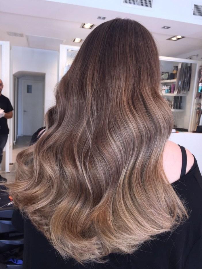 מבט על שיער אחרי גוונים וצבע של מון פלטין