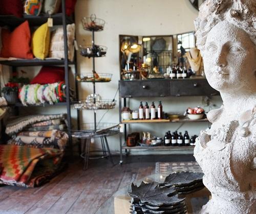 חנות לעיצוב וריהוט הבית בשוק הפשפשים ביפו