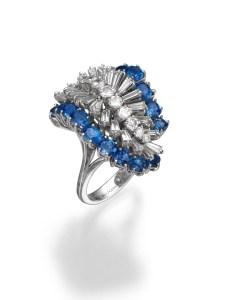 טבעת זהב לבן משובצת יהלומים ואבני ספיר של תכשיטי בלום