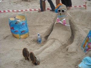 """תחרות פיסול בחול בחוף פלמחים ובחוף בית ינאי – """"עניין של זמן"""""""