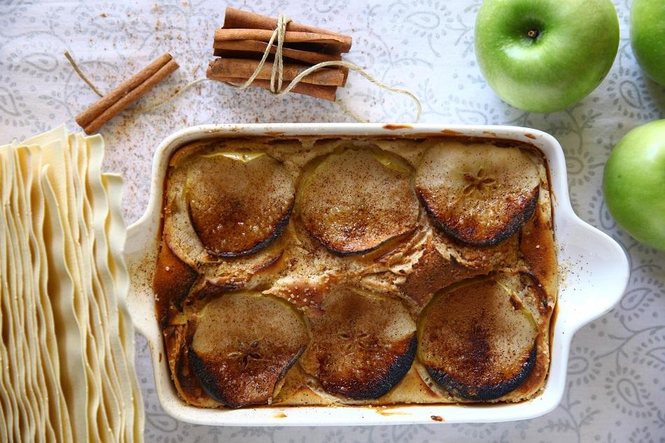 לזניה עם בינה מתוקה עם תפוחי עץ בניחוח קינמון. ברילה