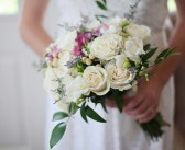 עונת החתונות 2019: כיצד להשיג את האיפור והציפורניים המושלמות במינימום עלות