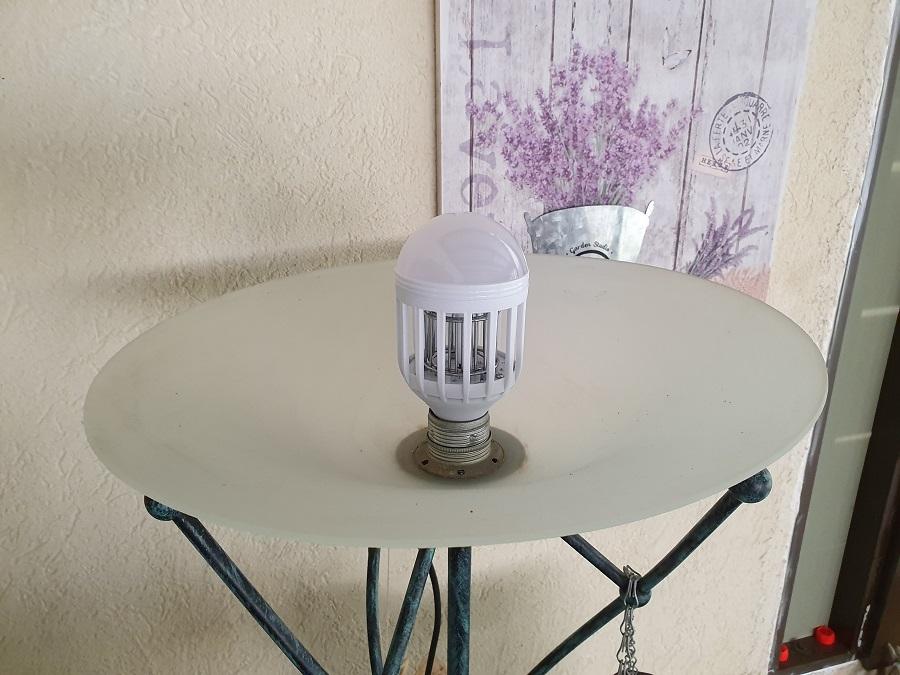 מנורת קוטל יתושים של דיל תאורה
