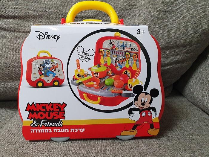 מזוודה שהופכת לערכת מטבח של ב.ש. צעצועים