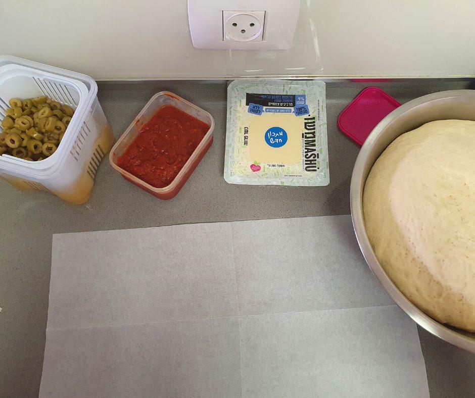 פרוסות גבינה צהובה טבעונית משומשו