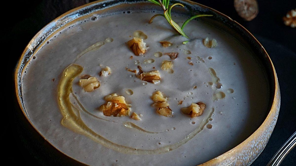 מרק תפוח אדמה, כרישה ואגוזי