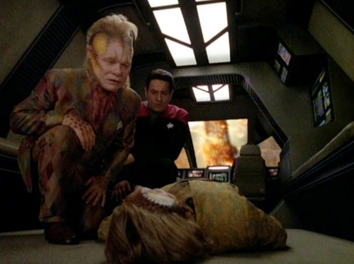 "Neelix looks at his own dead body in ""Mortal Coil"""