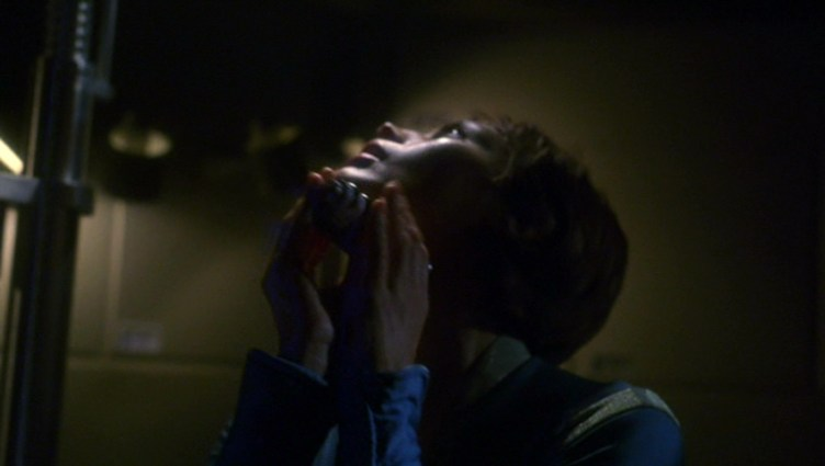 T'Pol experiences withdrawal from Trellium-d