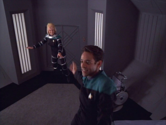 Melora and Bashir trying out low gravity in her quarters
