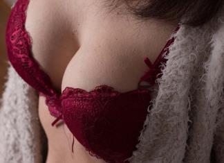 10 Lesser-known Facts about Breast Cancer, breast cancer awareness facts 2017, breast cancer facts 2016, breast cancer facts 2017, breast cancer facts and figures 2017, breast cancer trivia, left sided breast cancer, little known breast cancer facts, myths about breast cancer, positive facts about breast cancer, right sided breast cancer, risks for developing breast cancer, statistics about breast cancer, why is left sided breast cancer more common,
