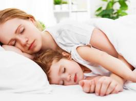Mothers and Sleep Deprivation: How To Sleep Better, sleep deprivation parents with toddlers, sleep deprived mom quotes, sleep deprived mom blog, chronic sleep deprivation mother, can lack of sleep cause postpartum depression, sleep-deprived parents, postpartum sleep deprivation, newborn sleep deprivation breastfeeding,