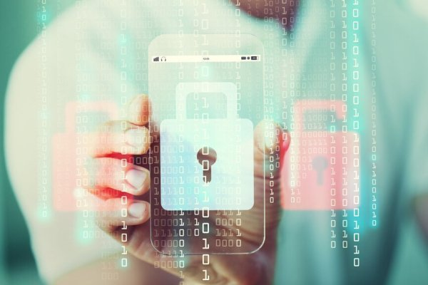 Failing to Protect Digital Identity When Using Smartphones