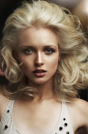 Image Of Woman Haircut With Full Of Volume With Wavy And