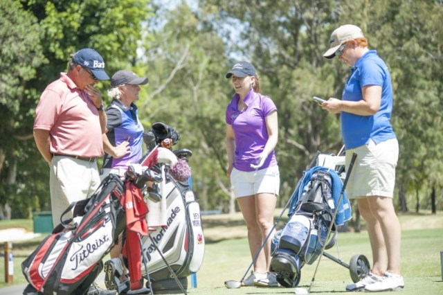 Sally meets up with fellow Ladies European Tour players Becky Morgan, Felicity Johnson and Becky's caddy Jeff, to share notes on the course and how it's playing