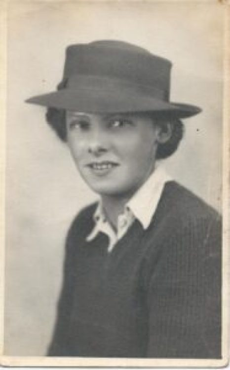 Betty Bond, nee Hewitt, in her uniform taken in about 1942 when she was 20 Source: Helen Van Dongen