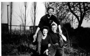 3 Land Girls - Violet Budd (left), Doris (Cockney) and Florrie (right)