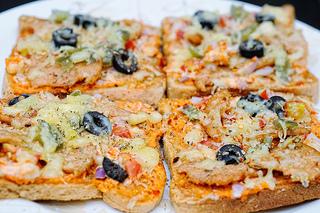 sliced bread pizza
