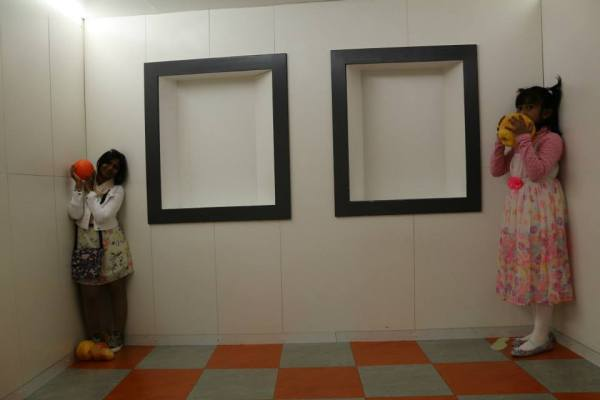 Camera Obscura and the world of illusions...