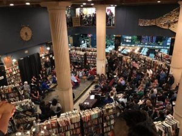 last-book-store_2