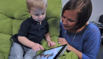 mother-and-child-with-ipad