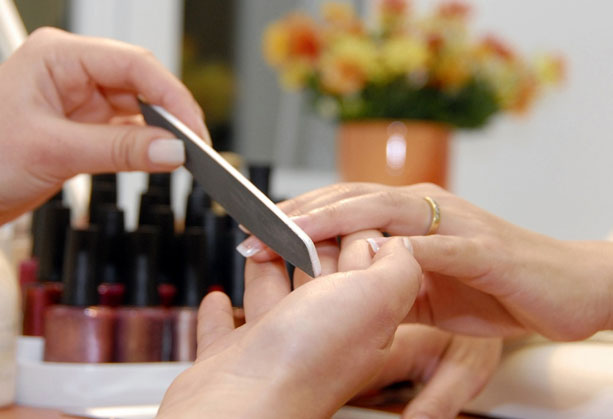 Precautions need to take while getting manicure