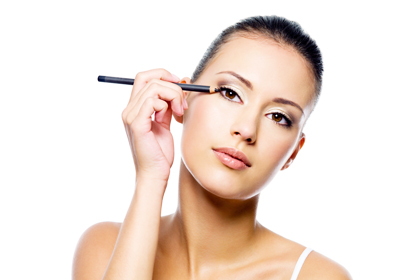 5 Mistakes we make while applying eyeliner