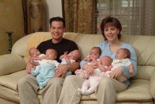 Jon and kate with 6 babies