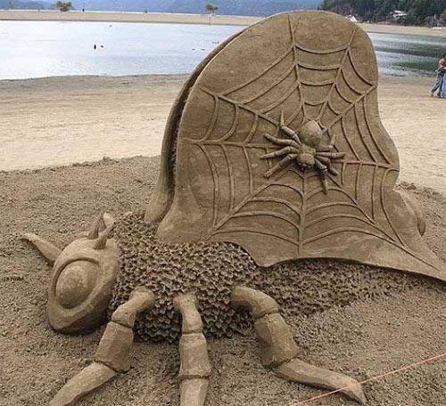 sand sculpture - spider