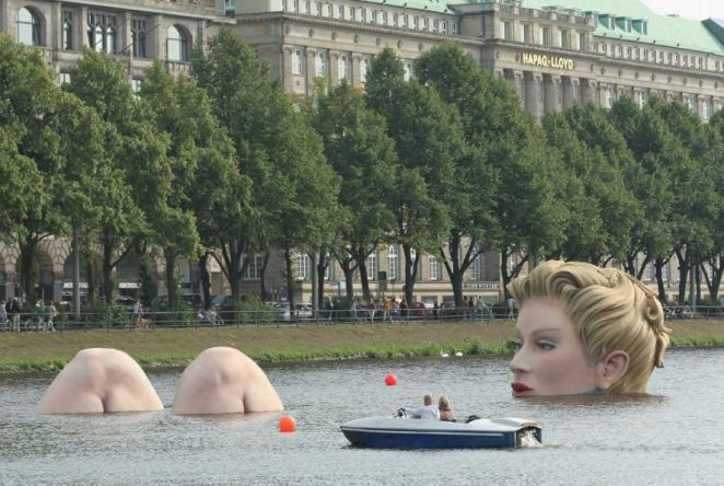 The Bather Amazing Giant Sculptures