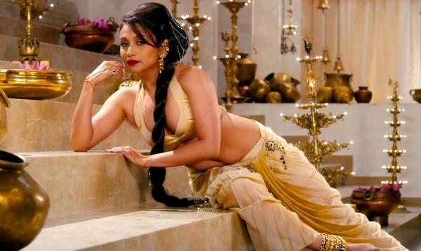 Rani Mukherjee in Bikini Blouse