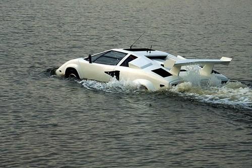 Amphibious Lamborghini
